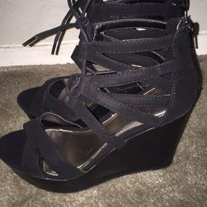 Report Shoes - Black Lace-Up Wedges